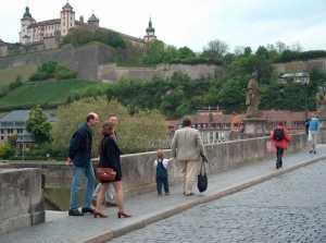 """Über der Stadt Würzburg thront die """"Marienburg"""""""