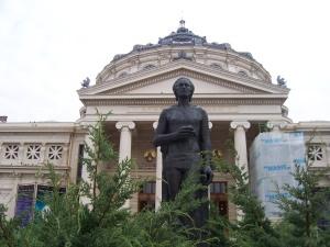 Rumänisches Athenäum mit Nationaldichter Mihai Eminescu in Bukarest