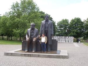 Karl Marx, Friedrich Engels, Ost-Berlin, Ein Gespenst geht um - der Kommunismus