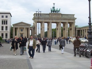 Das Brandenburger Tor, Berlin - The Gate is open, the Wall is down