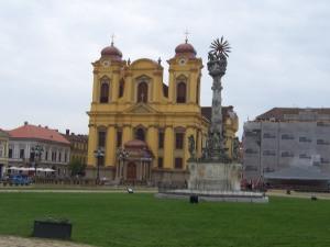 Katholische Kirche (Dom) und Pestsäule in Temeschburg