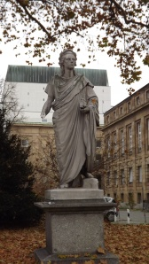 Friedrich Schiller ohne Hand - von Vandalen beschädigt