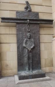 Gedenken an den Widerstand von Dr. Eugen Bolz gegen die NS-Diktatur- Bronzeplastik von Alfred Hrdlicka