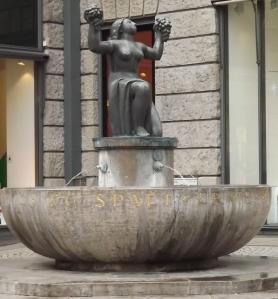 Brunnen vor der Stiftskirche