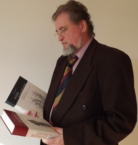Carl Gibson mit seinem neuen Werk Allein in der Revolte